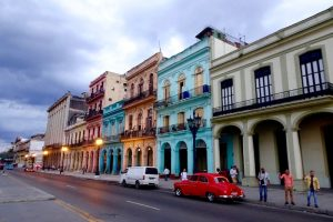 Verschiedene bunte Häuser in Havanna, Hauptstadt Kubas