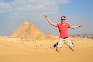 Sprung vor den Pyramiden