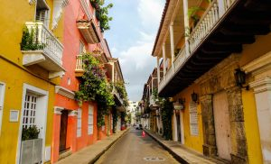 Cartagena backpacking, Colombia - colorful streets