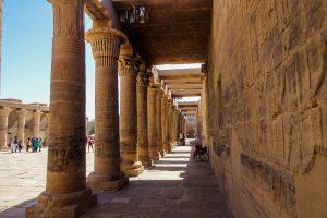 Säulen im ägyptischen Philae Isis Tempel