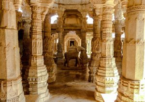 The Ranakpur Jain Tempel while backpacking in India