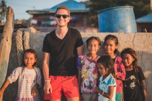 Indonesia backpacking - chilling with the locals