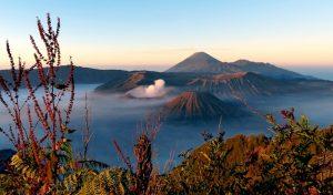 Sonnenaufgang beim Mount Batur beim Backpacking in Indonesien