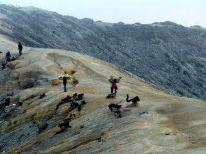 Auf Java in Indonesien gibt es den beeindruckenden Ijen Vulkan