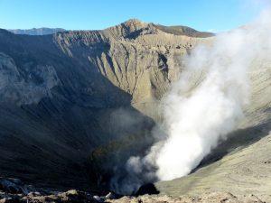 Java, Indonesien ist bekannt für qualmende Vulkane