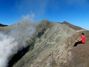 Rauchender Krater auf Java