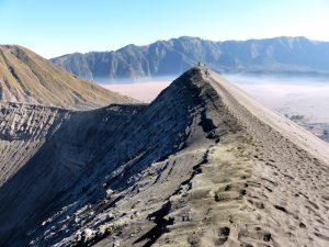 Am Rande des Bromo Vulkans auf der indonesischen Insel Java