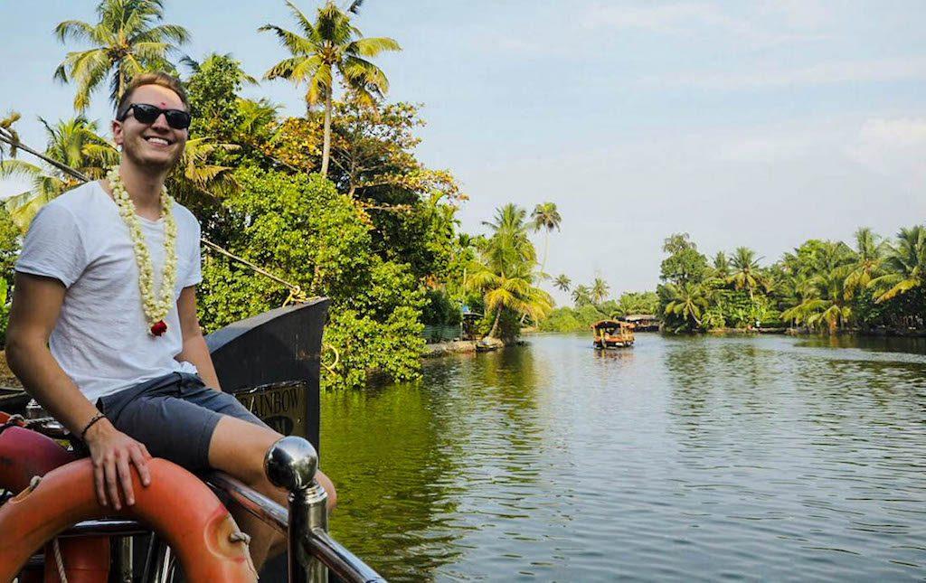 Fahrt durch die indischen Backwaters in Kerala
