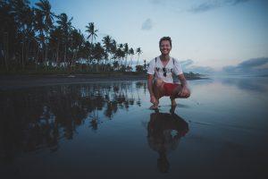 Am Strand auf meiner Bali Backpacking Reise bei Sonnenuntergang