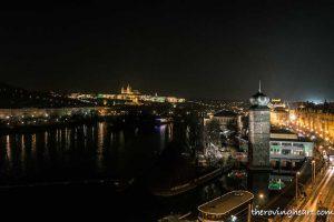 Blick auf Prag bei Nacht