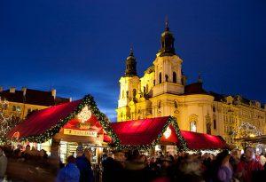 Weihnachtsmärkte gelten als tolle Sehenswürdigkeiten im Winter in Prag