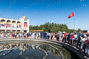 Der zentrale Ala-Too Square in Bischkek, eine bekannte Sehenswürdigkeit