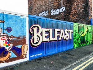 Belfast Sehenswürdigkeiten - die bunte Straßenkunst