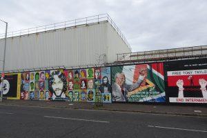 Die Friedensmauer ist eine Sehenswürdigkeit in Belfast