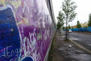 Bild der Friedensmauer in Belfast als Highlight der Stadt