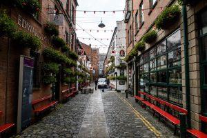 Straße in Belfast mit Sehenswürdigkeiten