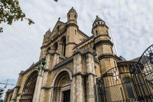 Die Kathedrale von außen ist eine beliebte Attraktion Belfasts