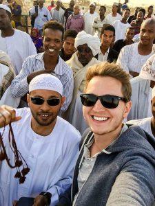 Selfie in Khartoum mit mehreren Menschen