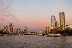 Blick auf London von der Themse