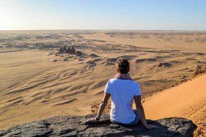 Blick von Felsen auf die Wüste im Sudan bei meinem Sudan Urlaub