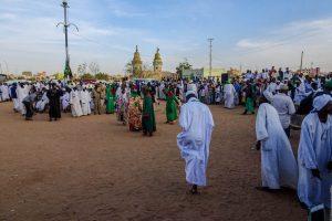 Sufi Tanz mit vielen Menschen