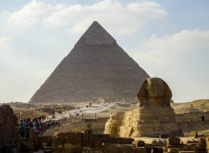 Die Gizeh Pyramiden bei Kairo