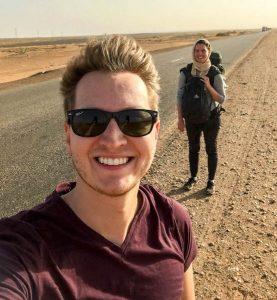 Trampen durch den Sudan, Selfie an der Straße