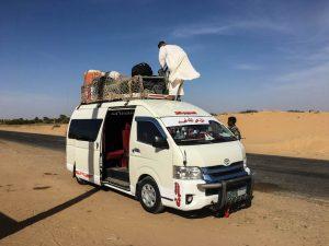 Minivans als Transport im Sudan