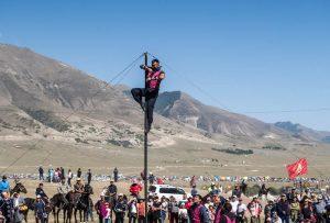 Akrobatische Show bei den World Nomad Games