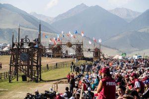 Tribüne mit Zuschauern bei den kirgisischen World Nomad Games 2018