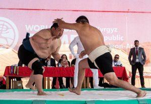 Zwei Sumo-Ringer bei den World Nomad Games Kirgistan