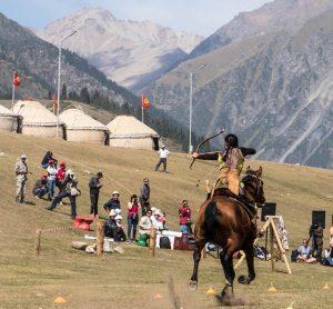 Bogenschießen vom Pferd als Wettkampf der nomad games