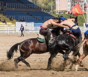 Er Enish (Pferde-Wrestling) gilt als brutalster Sport bei den World Nomad Games
