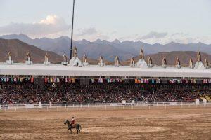 Einzelner Reiter im Hippodrome der World Nomad Games