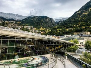 Blick aus dem Spa auf Andorra