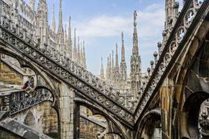Als Tipp in Mailand solltest du auf das Dach des Duomo