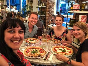Pizzaessen in Mailand