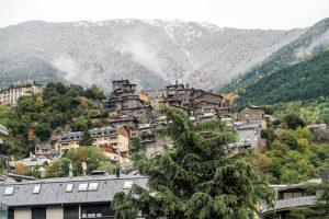 Verschneite Berge in Andorra