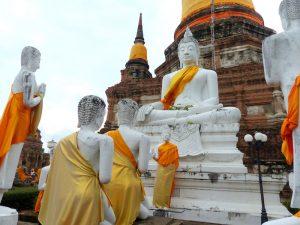 Tempel in Ayutthaya mit Steinfiguren
