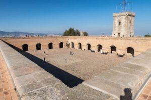 Sehenswert in Barcelona ist die Montjuic Burg
