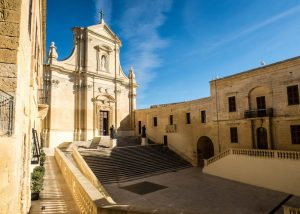 Visiting the citadel of Victoria in Malta