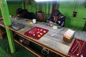 Silberschmied am Inle See in Myanmar