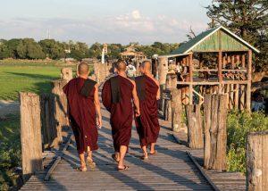 Zu Fuß auf der U-Bein Brücke Myanmar