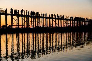 Sonnenuntergang bei der sehenswerten U-Bein Brücke Mandalay