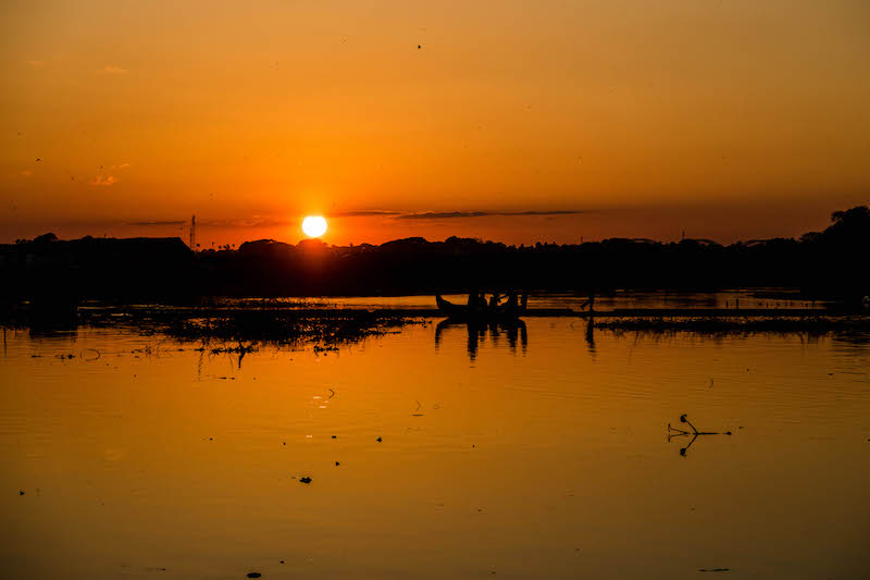Sonnenuntergang am See bei der Myanmar Backpacking Reise