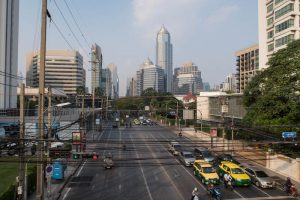 Blick auf große Straßen in Sukhumvit, Bangkok