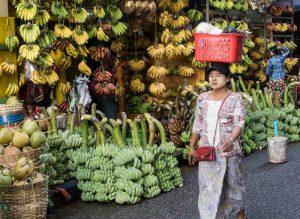 Einheimische in Yangon