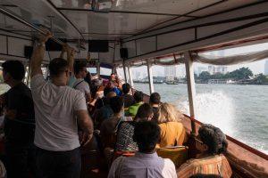 Bootsfahrt in der Stadt, Blick aus dem Boot