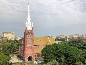 Blick auf eine Kirche in Yangon