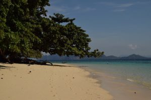 Island hopping in Ko Kradan Thailand
